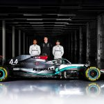 Lewis Hamilton signs new Mercedes Contract